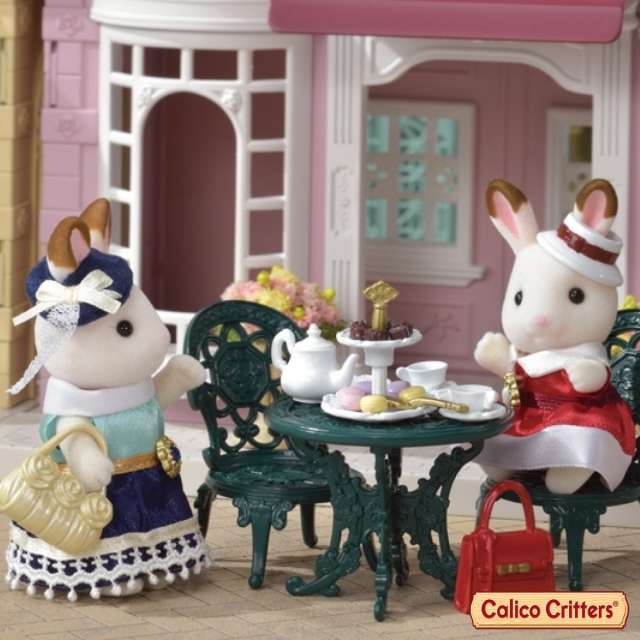 Discover the world of Calico Critters!