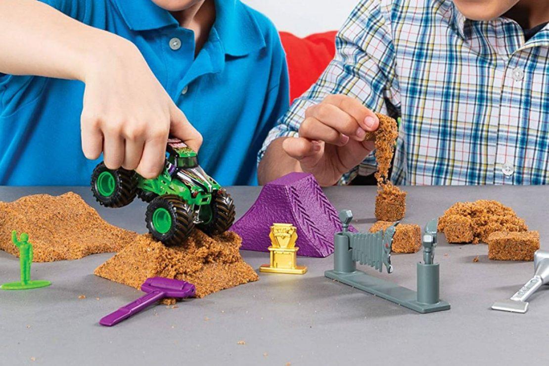 Monster Jam Grave Digger Monster Dirt Set from Spin Master