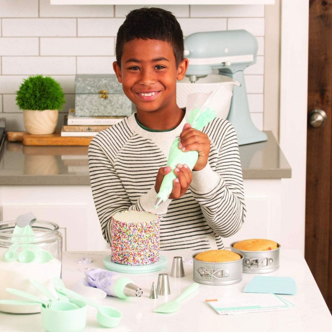 Deluxe Cake Decorating Set from Playful Chef